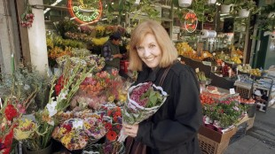 FILE - In this April 1, 1995, file photo, actress and comedian Anne Meara picks up a bouquet at a sidewalk market in New York City. Meara, whose comic work with husband Jerry Stiller helped launch a 60-year career in film and TV, has died. She was 85. Jerry Stiller and his son Ben Stiller say Meara died Saturday, May 23, 2015. (AP Photo/Marty Reichenthal, File)