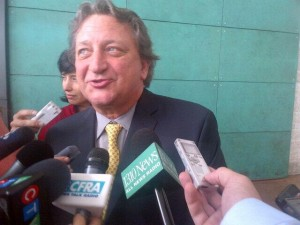 2013-07-09-casino-melnyk-scrum