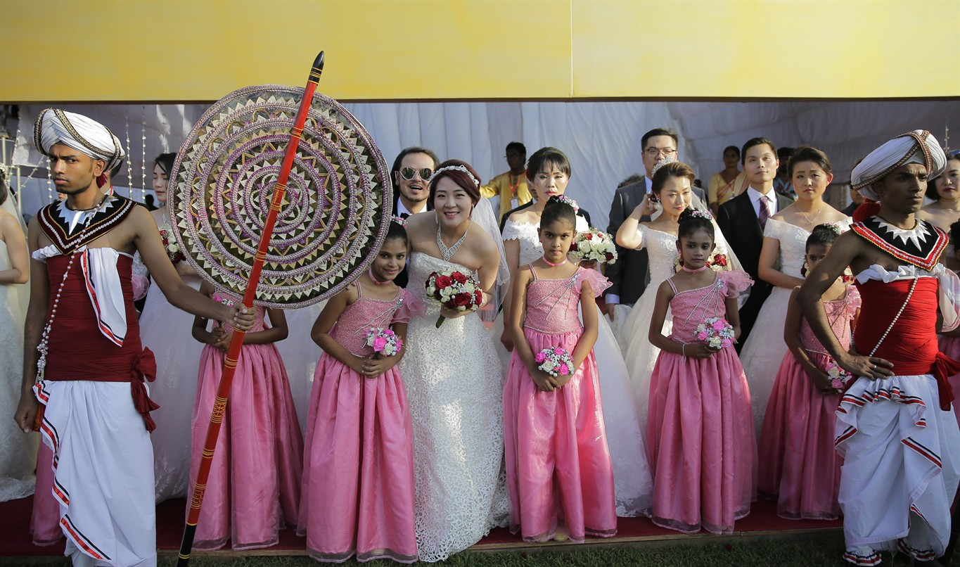 Image result for 50 Chinese couples tie knot in mass wedding in Sri Lanka